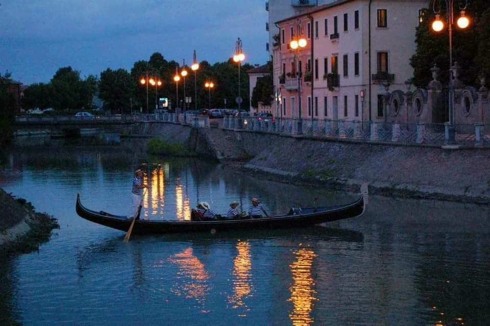 Adria Canal Bianco Ospita i Gondolieri di Venezia