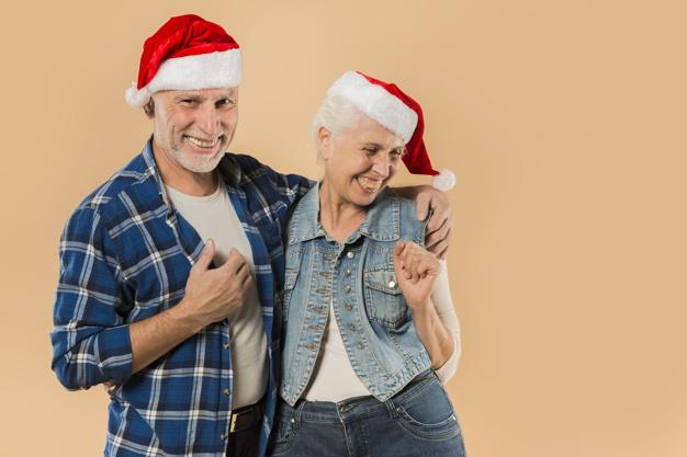 Cool Coppia Senior Con Cappello Di Natale 23 2148001730