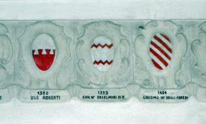 5c6bc3f69de2d 5c6bc3f69de30cattedrale Dei Santi Pietro E Paolo, Interno Cattedrale Vecchia, Blasonature Vescovi (adria) 02.jpg