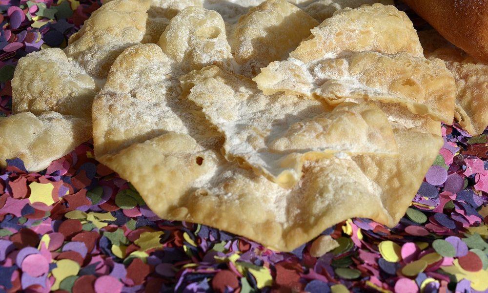 Crostoli tortelli ripieni per il carnevale adriese-crostoni e coriandoli