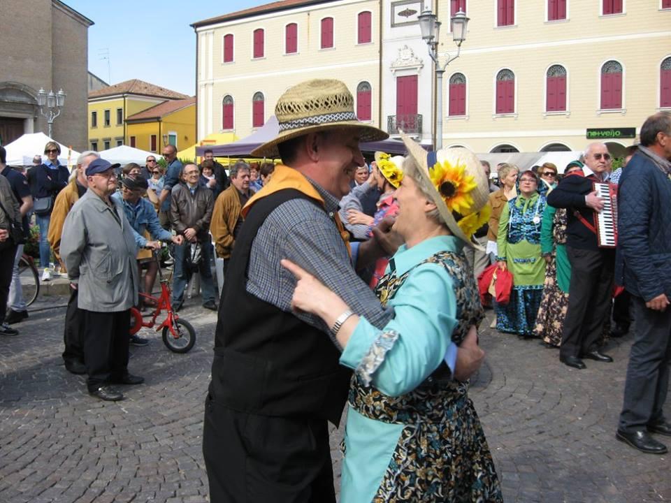 Adria in fiore-Balli in piazza G.Garibaldi