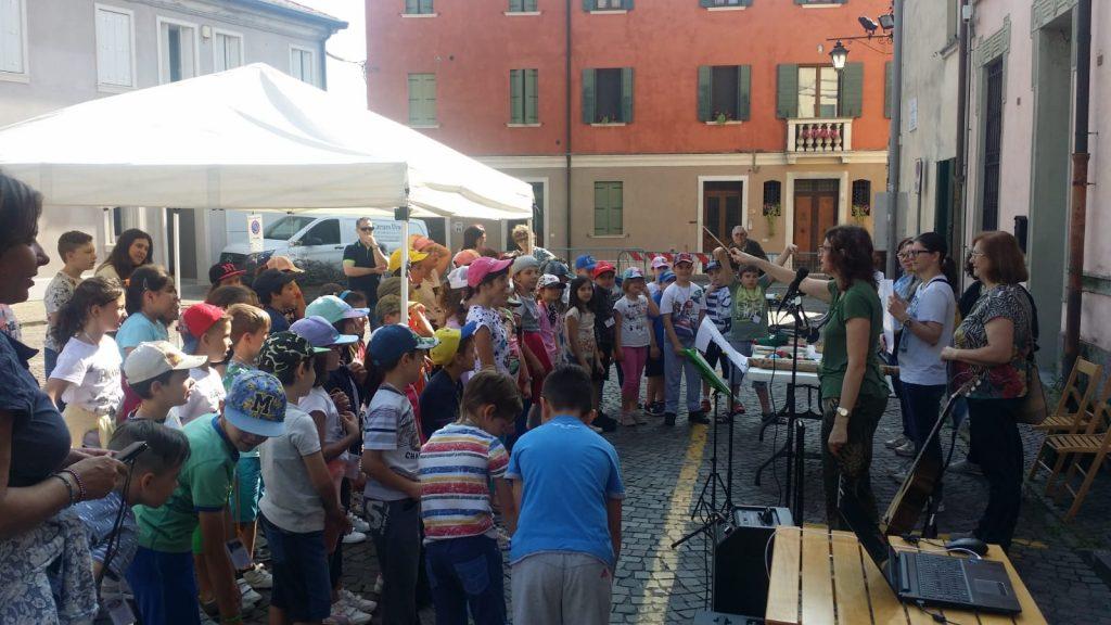Adria- Piazza Casellati alunni dell'Istituto Comprensivo Adria Due