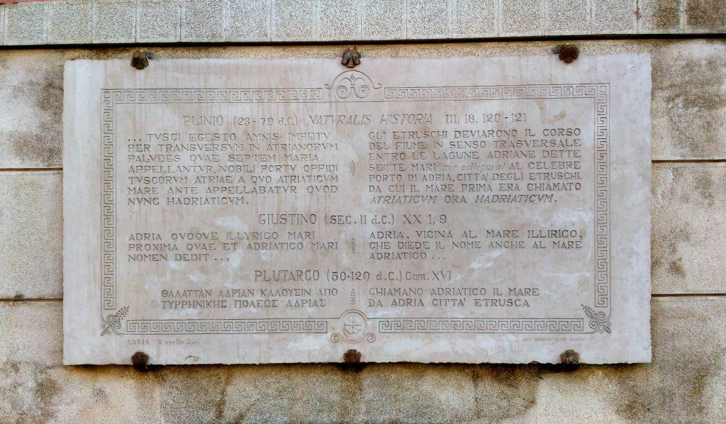 Il territorio del municipio adriese - Piazza Carlo Bocchi, Lapide Citazioni Storiche (adria)