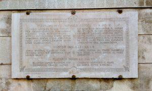 Piazza Carlo Bocchi, Lapide Citazioni Storiche (adria)