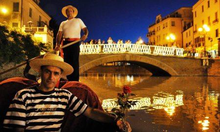 venezianità- gondola e il ponte castello