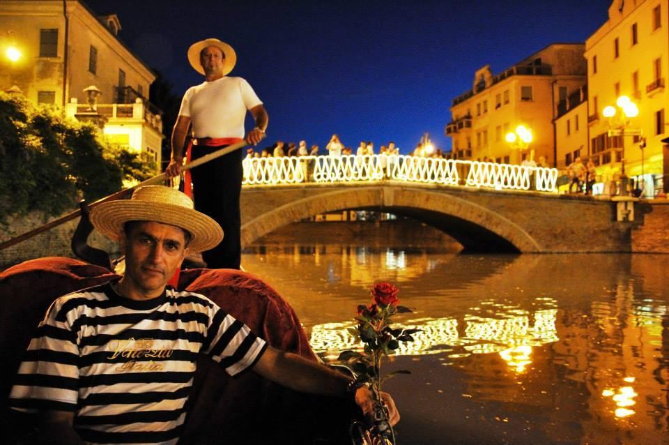 Binario venezianità- gondola e il ponte castello
