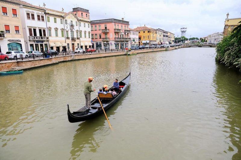 Delta del Po venezianità- gondola in canal bianco