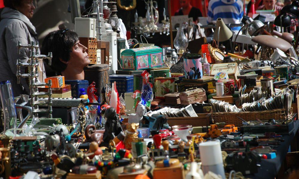 Adria: Hobby e antiquariato - particolare di una bancarella -