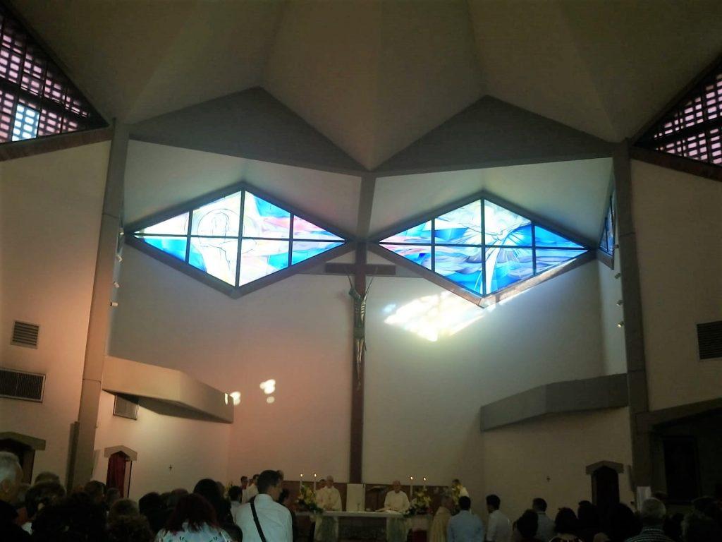 La Chiesa di San Vigilio - foto dell'interno con sullo sfondo il presbiterio