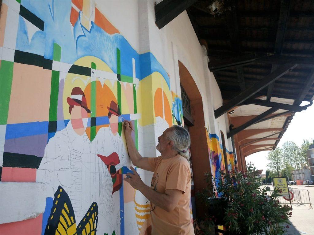 Murales - il prof. Cannatà intento a dipingere