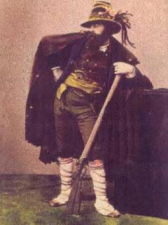 Brigante di inizio ottocento probabilmente gli insorgenti del 1809 erano vestiti in questi abiti.