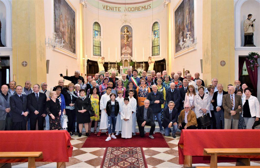 emigrati bottrighe Il Gruppo Del 4 Raduno Butrigan In Chiesa Con Parroco E Sindaco.jpg