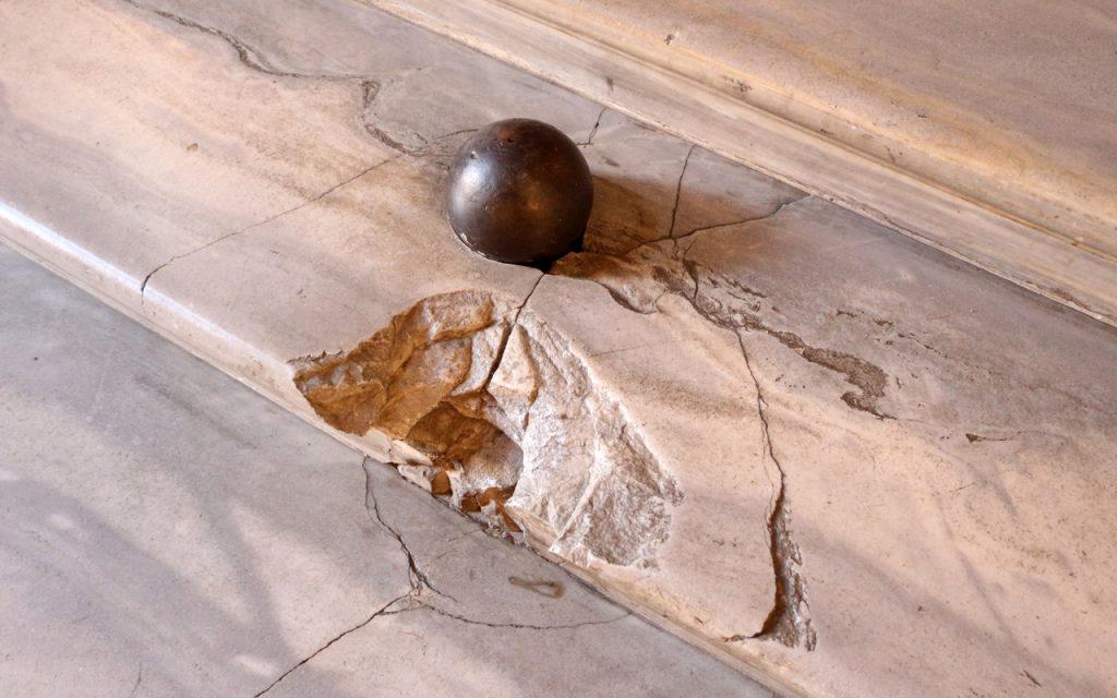 Mi chiamo Giacinto - Palla Di Cannone Sulle Scale Di Palazzo Colonna A Roma