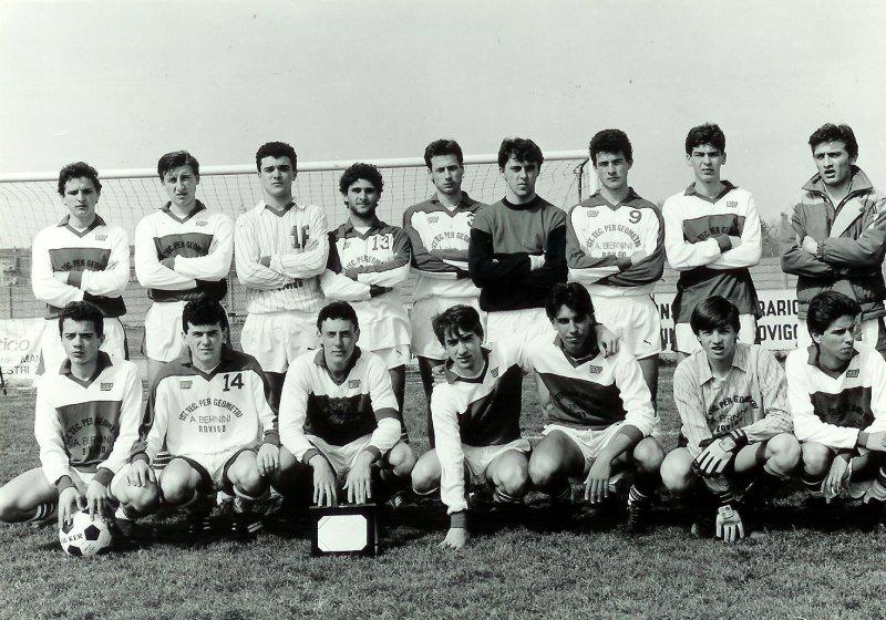 Luca Gotti Studente, In Veste Di Capitano Della Squadra Dell'istituto Tecnico Per Geometri Di Rovigo (aprile 1986) Foto Polesine Sport.jpg