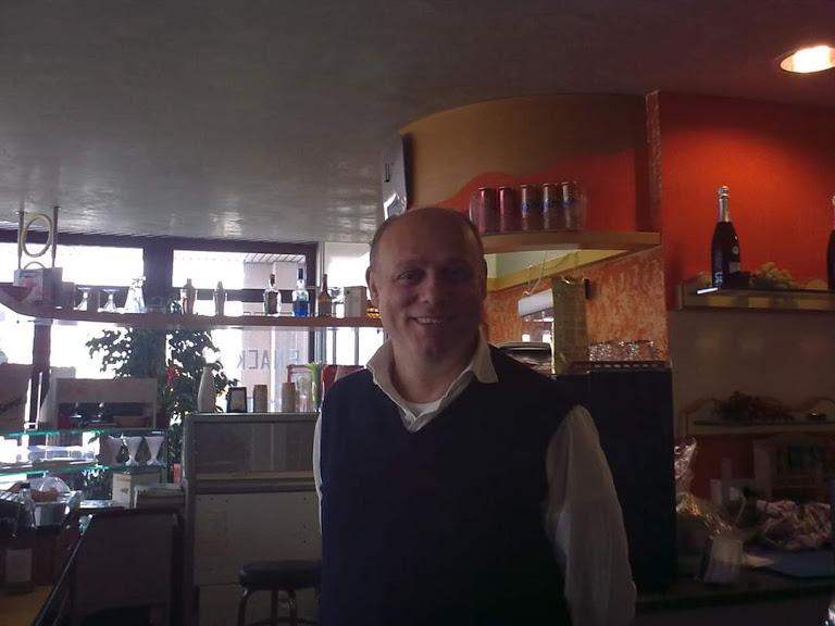 Il Titolare Del Bar Mimosa Vanni Greguoldo Foto Fioravanti Alessandro