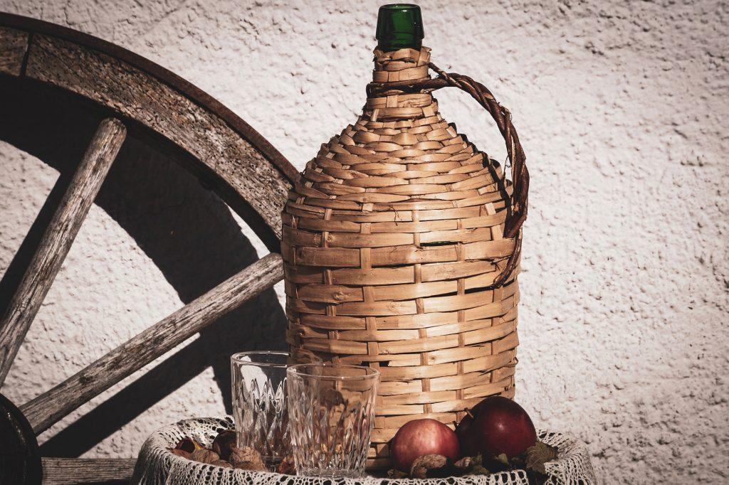 Damigiana di vino. jpg