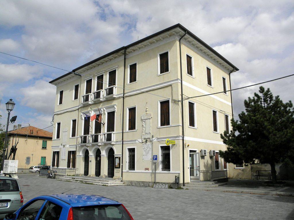 nordic walking palazzo Civico (bottrighe, Adria).jpg