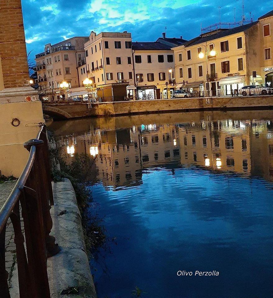 Blu Canalbianco E Ponte Castello
