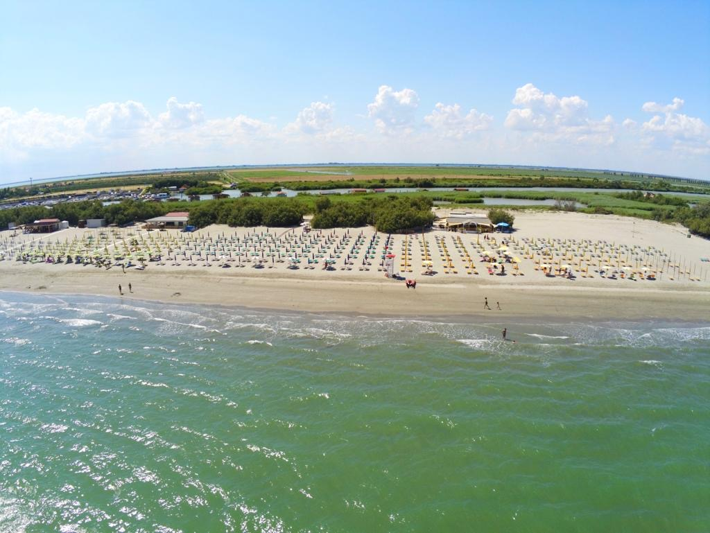 Spiaggia Barricata Dal Cielo