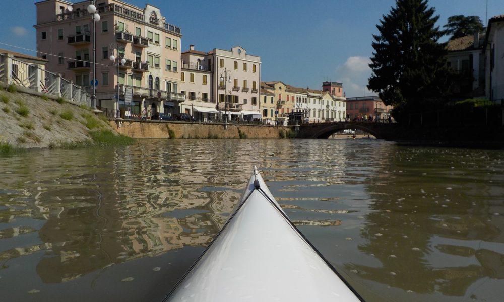 Un Raduno Canoistico Canoa