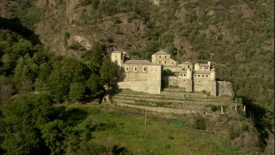 766263940 Quart Castello Rocca Castello Maniero Paesaggio Collinare
