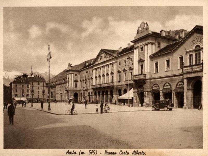 Piazza Chanoux Aosta, in passato