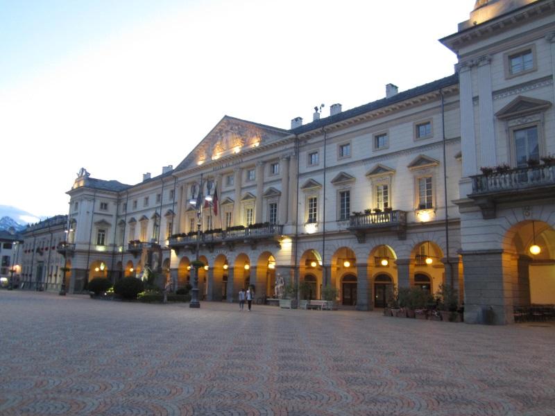 Piazza Chanoux Aosta, Municipio