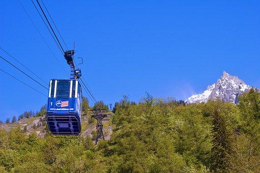 Funivia in movimento In Valle d'Aosta