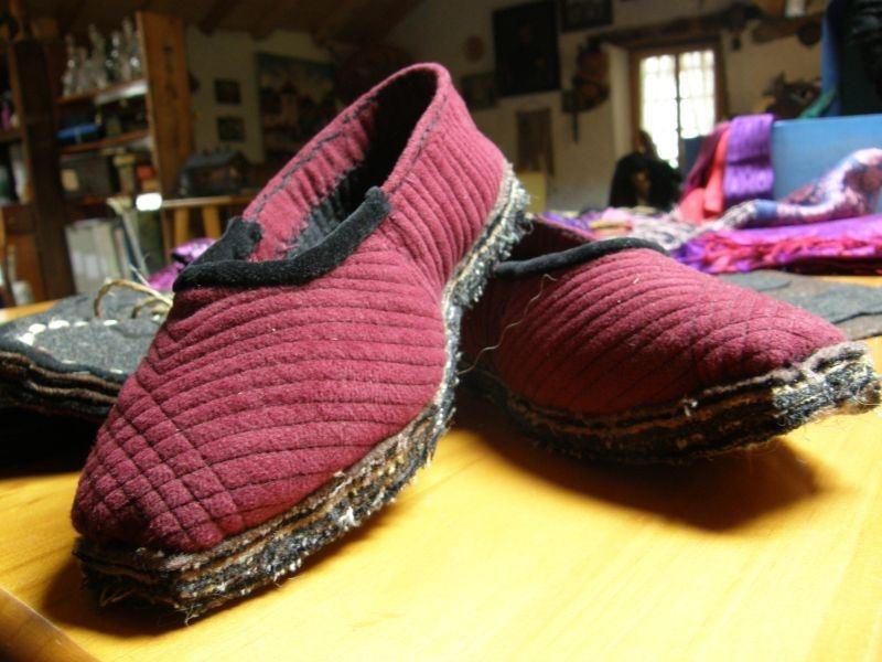foto di pantofole artigianali locali