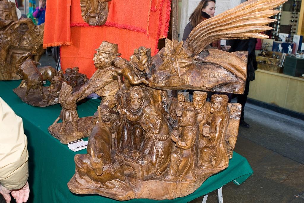 Gli Antichi Mestieri Valdostani- legno intagliano in fiera
