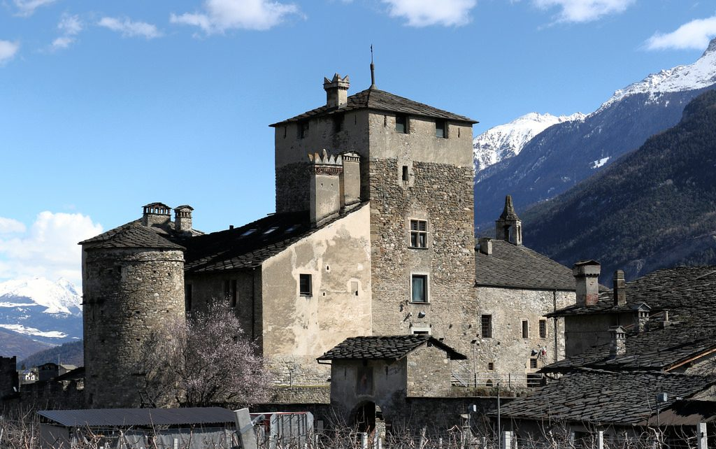 castello sarriod - dettaglio esterno