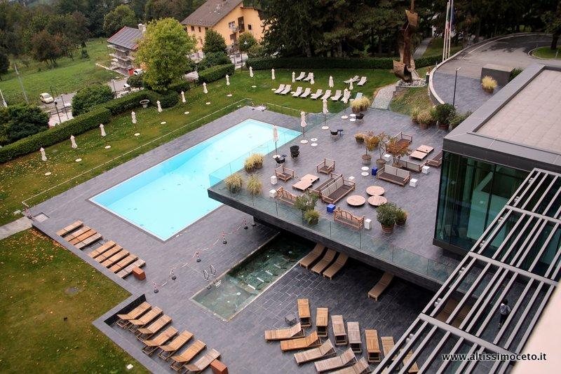 piscina esterna del grand hotel billia