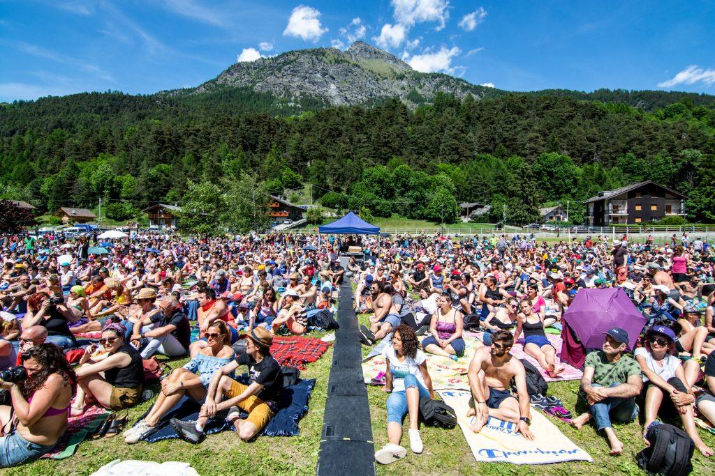 Musicastelle Outdoor 2019 si svolge davanti una grande folla nella cornice dei monti della Valle d'Aosta