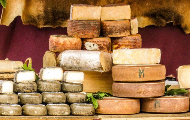 Formaggi nell'esposizione di Cheese 2019