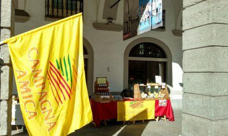 Lo Tsaven: mercatino sotto i portici