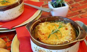 Zuppa alla valpellinese nelle tipiche ciotole