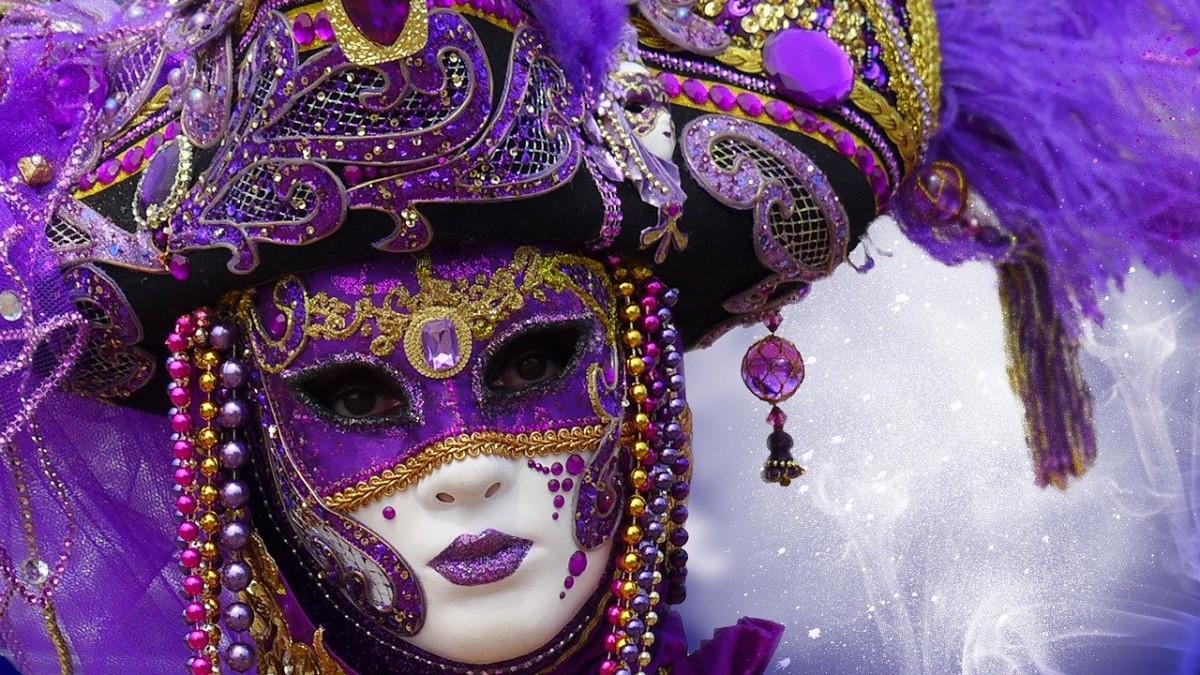 Maschera di carnevale viola