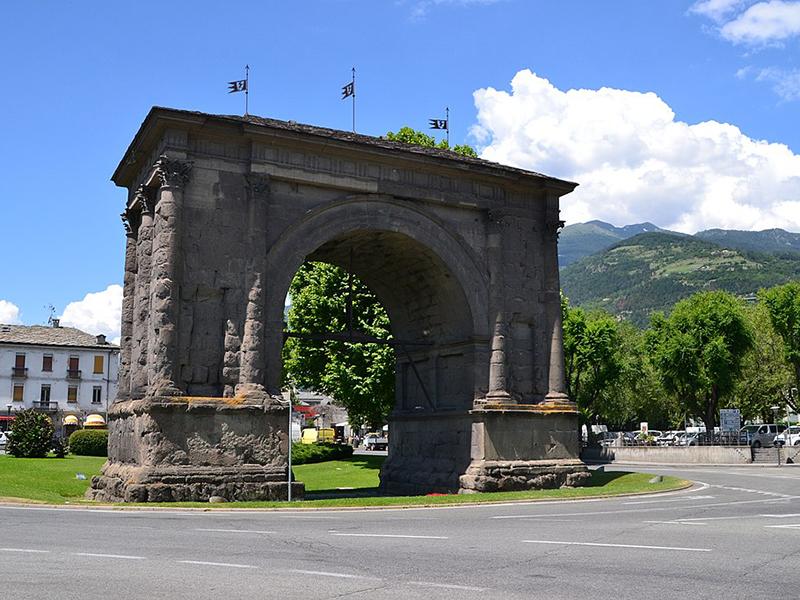 Il tour virtuale passa per l'Arco di Augusto