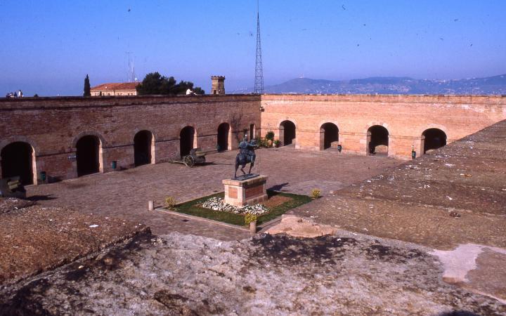 Estatua Equestre De Franco Al Castell De Montjuic