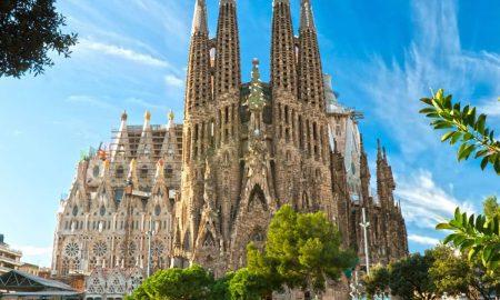 monumenti ed edifici-facciata della sagrada familia