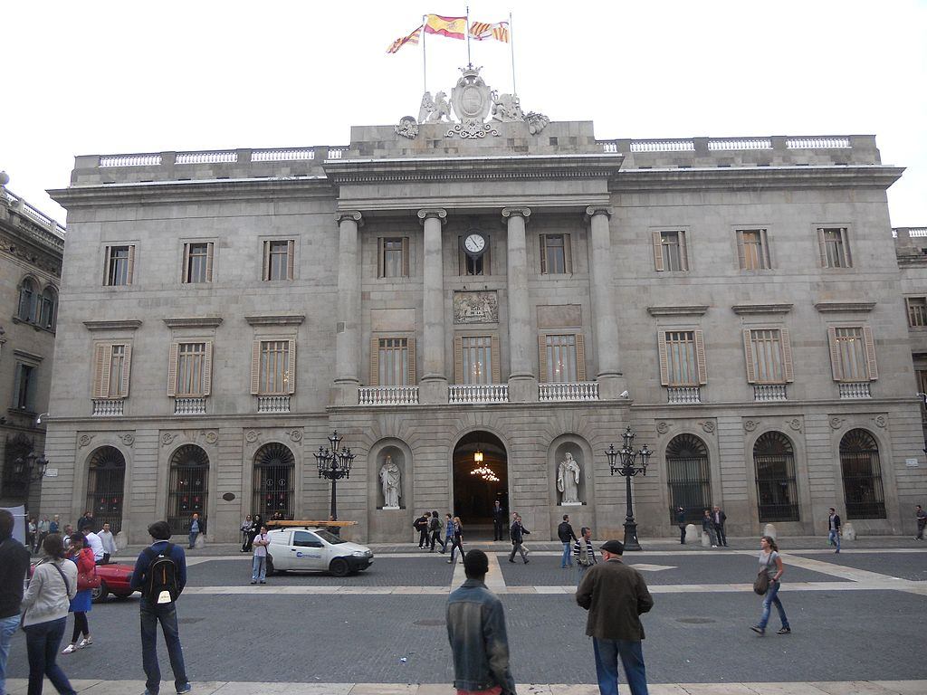 Casa de la Ciutat in Plaça de Sant Jaume, nel Barri Gòtic. È sede del municipio.