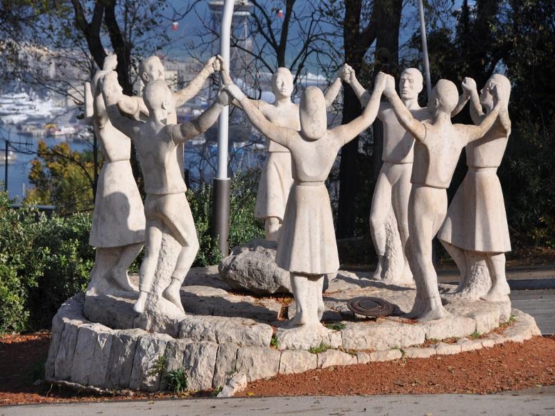 Sardana, monumento