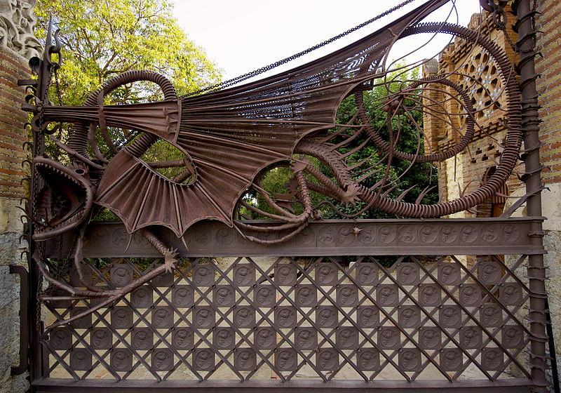 Dettaglio del cancello costruito da Gaudí nel parco di Pedralbes