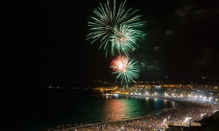 fuochi d'artificio nella notte di San Juan