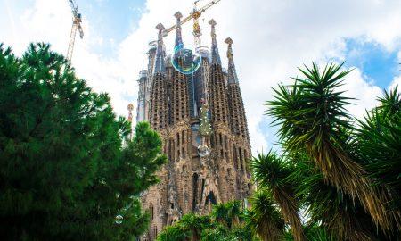 la Sagrada Familia riapre con accesso gratis per i residenti
