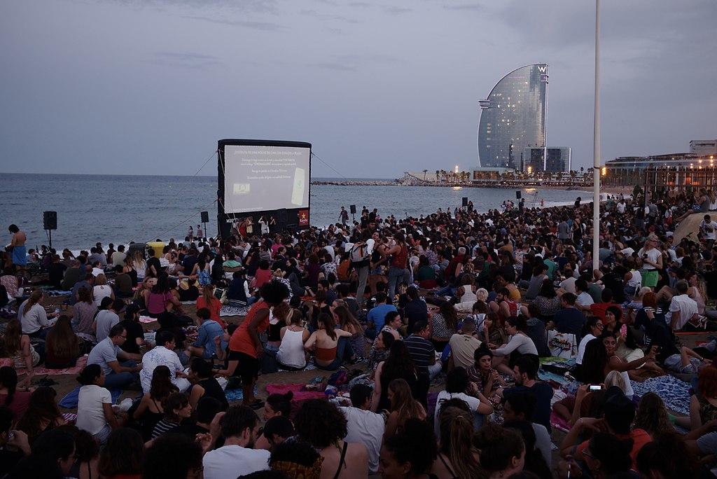 Cinema Lliure A La Platja Cinema Spiaggia Di Barcellona