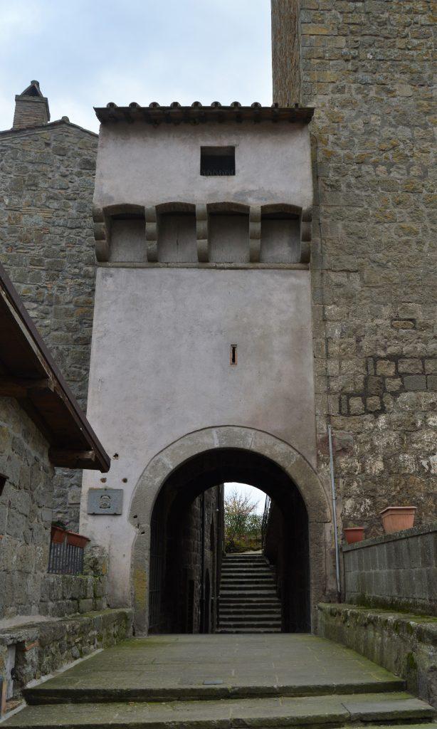 torre dell'orologio - ingresso del borgo