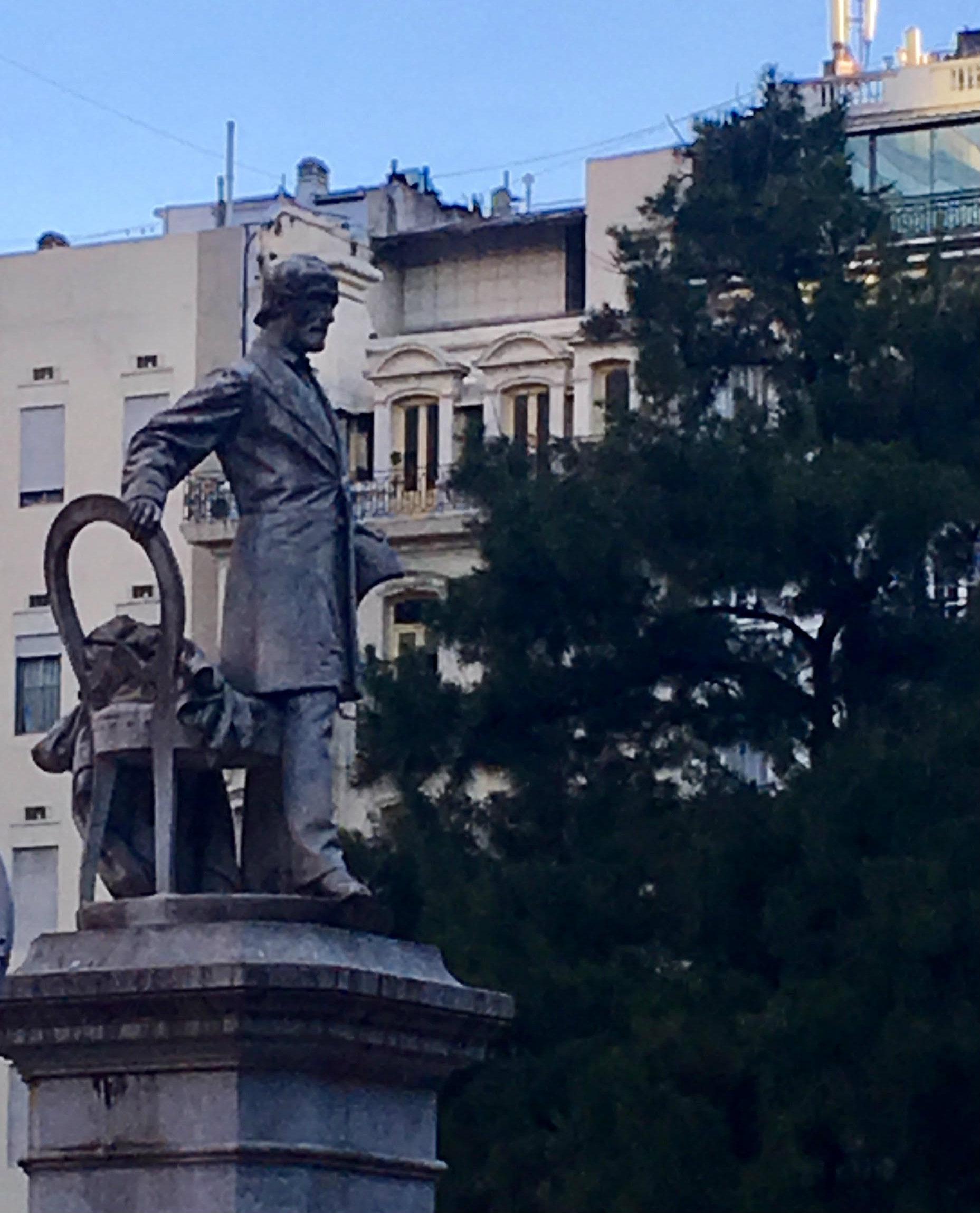 monumento in onore a giuseppe mazzini