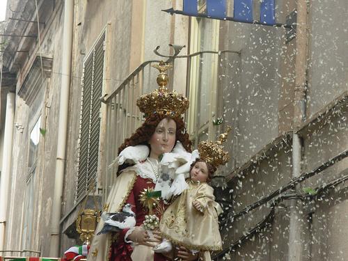 Una de las fiestas más populares en honor a la Madonna delle Galline.