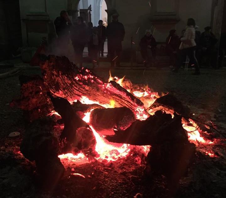 La focara è una delle antiche tradizione italiane di Natale.